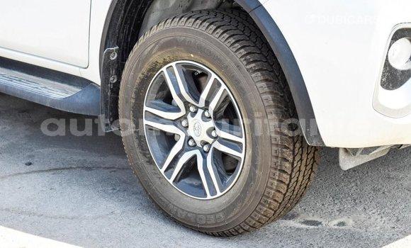 Acheter Importé Voiture Toyota Fortuner Blanc à Import - Dubai, Adrar